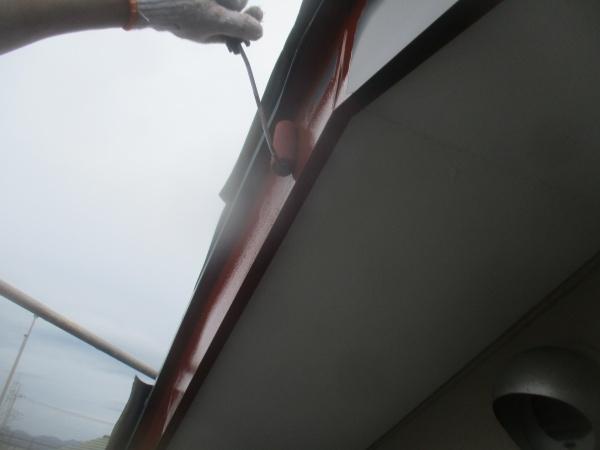 破風板金のサビ止め塗装中です