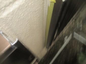 窓枠の見切り線の修正中です