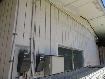 施工前の金属サイディングの状態です