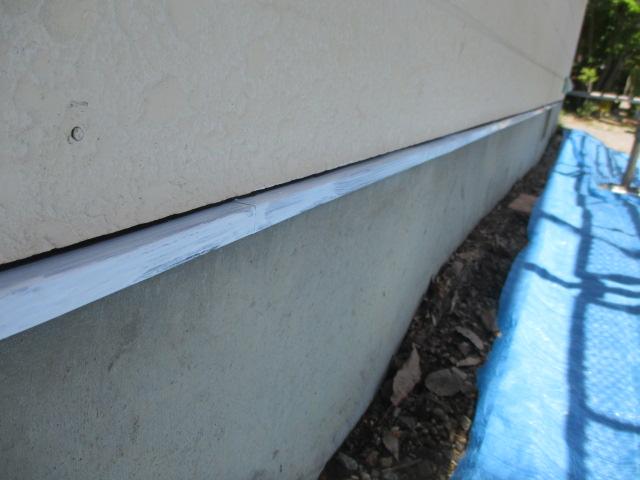 壁水切りの下塗りをしました
