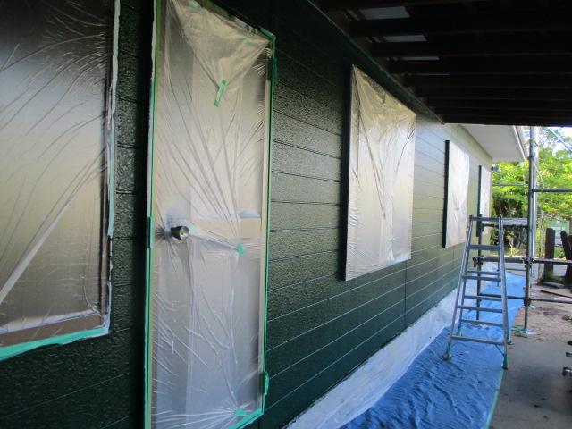 窯業系サイディングの中塗りが終了しました