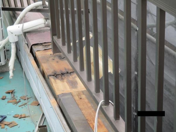笠木貫き板の破損箇所です