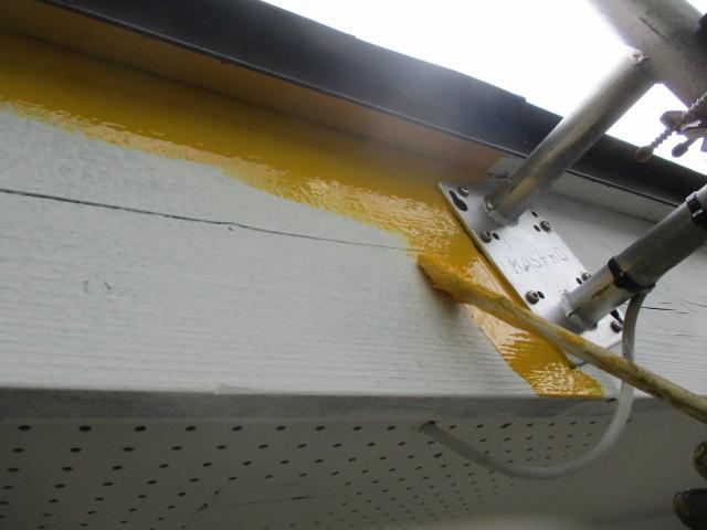 破風板の中塗り中です