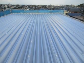 折板屋根、中塗り上塗り