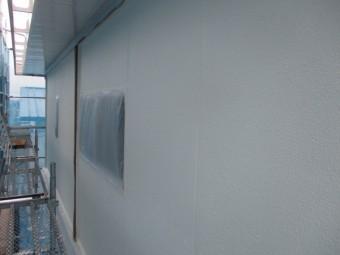 外壁、上塗り施工中