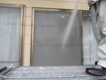 窓周りを洗浄しました