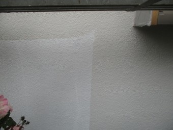中塗り施工中