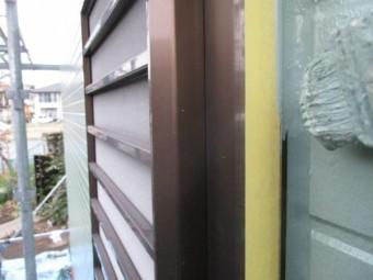 外壁の取り合いの補修中です