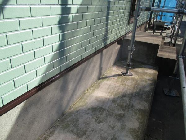 壁水切りの塗装が終了しました