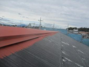 屋根の板金のさび止めが終了しました
