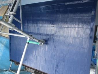 玄関上の屋根の上塗り終了です