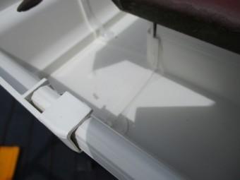 軒樋を90度に繋ぎました