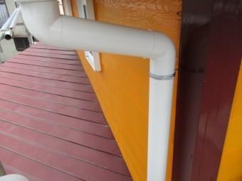 集水器をと縦樋を繋ぎました