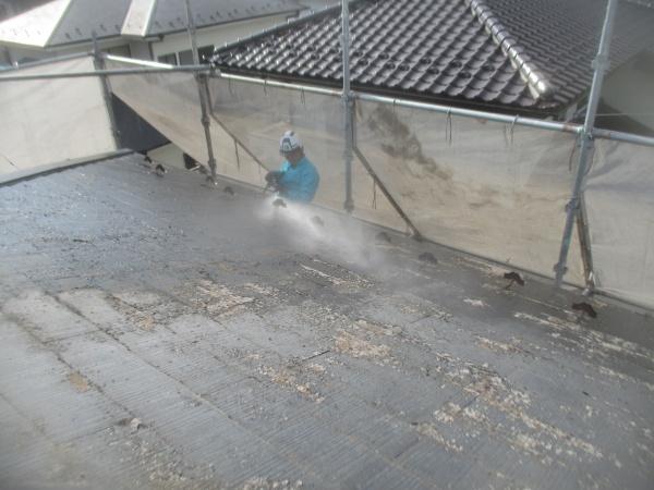 軒先の洗浄中です