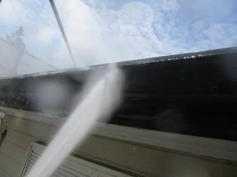 破風、樋の洗浄中です