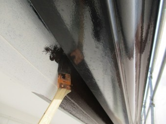 破風板の刷毛塗装中です