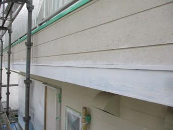 軒天、破風板、幕板の下塗りが終了しました