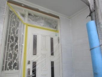 玄関周りの下塗りが終了しました