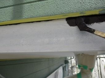 幕板の中塗り刷毛塗装中です