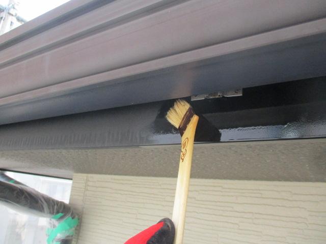 破風板のプライマー塗装中です