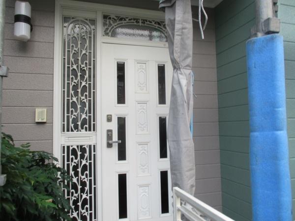 玄関周りの施工後の状態です