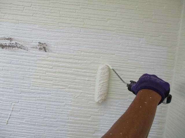 外壁の中塗り中です