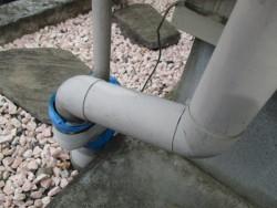 P管と排水パイプを繋ぎました