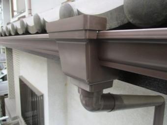 集水器を取り付け予備樋を繋ぎました