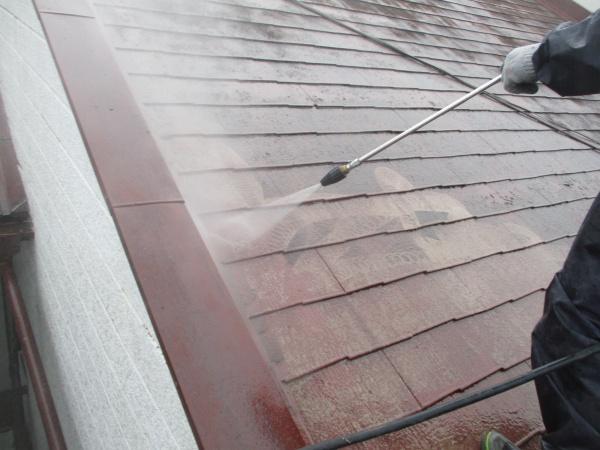 北面屋根の洗浄中です
