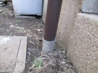 縦樋と排水管を繋ぎました