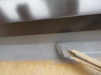 防水塗装の中塗り1回目です