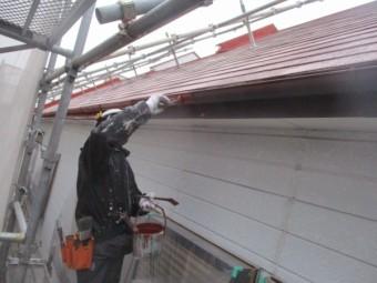 軒樋と鼻隠しのさび止め塗装中です