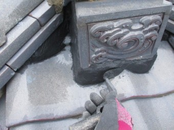 鬼首の台面に漆喰を詰めました