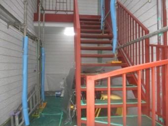 階段手摺りのさび止め塗装が終了しました