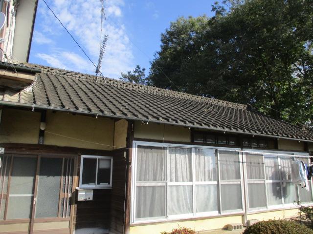 壬生町の築60年以上住宅で入母屋を解体して切り妻屋根に葺き直します