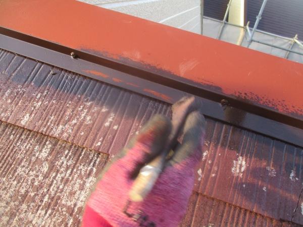 屋根板金中塗り刷毛塗装中です