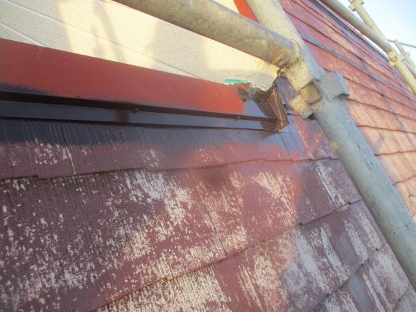 屋根板金中塗り刷毛塗装が終了しました