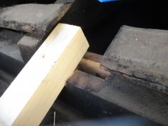セメント瓦用の垂木を取り付けました